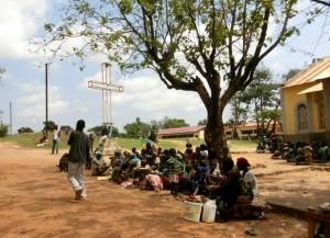 Emergenza umanitaria. Un gruppo di sfollati. In Centrafrica l'emergenza umanitaria coinvolgerebbe 4,6 milioni di persone su una popolazione di 5 milioni e mezzo
