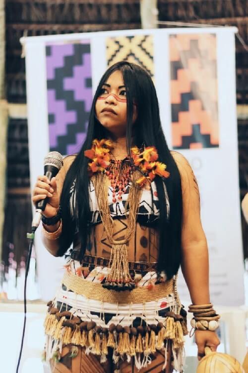 We'e'ena Tikuna, l'influencer indigena dell'Amazzonia