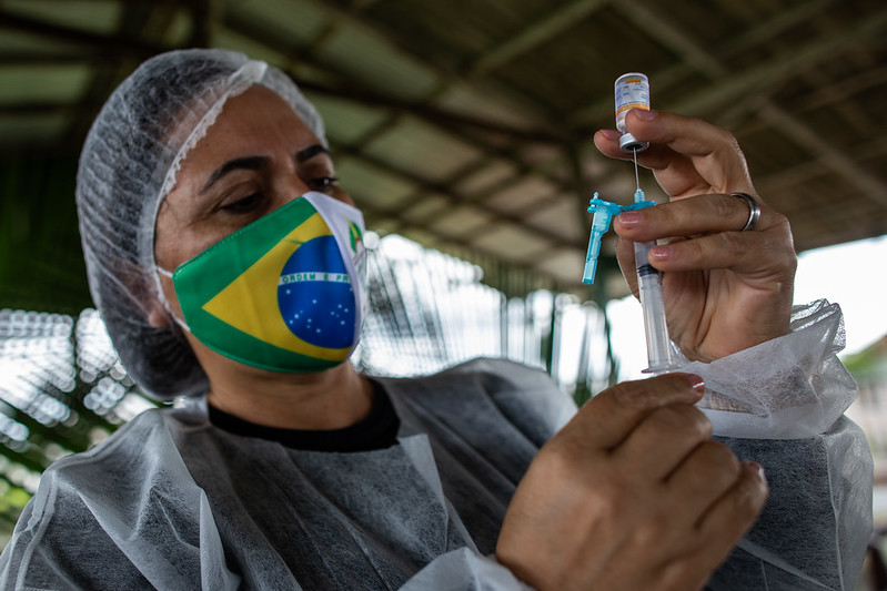Brasile, quasi 440mila morti ma la campagna vaccinale rallenta