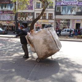 """Turchia, arrestati centinaia di """"netturbini illegali"""" per combattere l'immigrazione"""