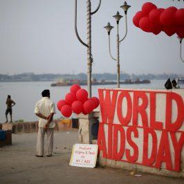 Aids, il Papa: garantire l'accesso alle cure
