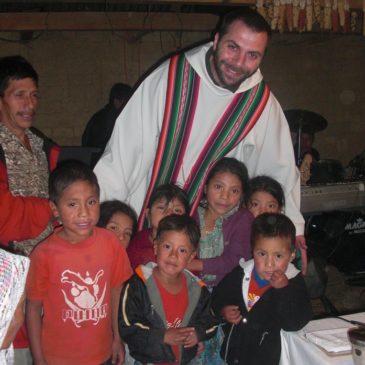 Padre Angelo e i suoi bambini, nella terra dei vulcani