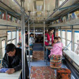 Il bus-biblioteca per i bambini di Kabul