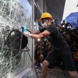 Hong Kong, la sua gente e l'assalto al parlamento