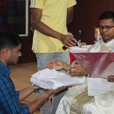 La promessa iniziale di due seminaristi a Pune