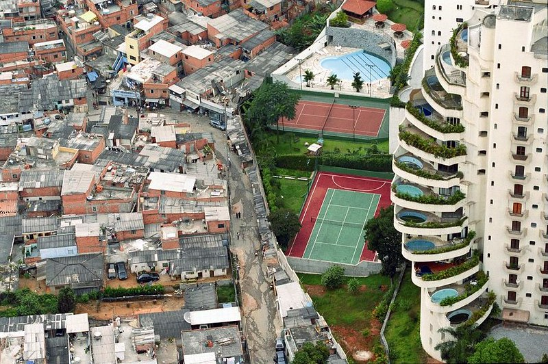 Brasile, il virus in favela