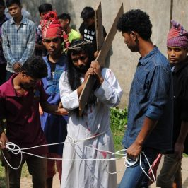 Dhaka, la Pasqua tra gli operai