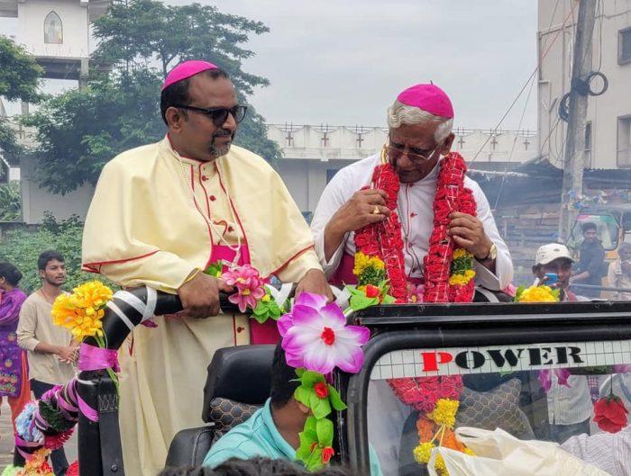 La festa di Srikakulam per il vescovo Rayarala