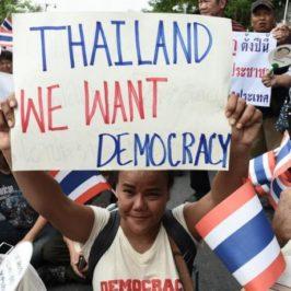 Non solo Myanmar: la Thailandia da mesi in piazza contro i generali