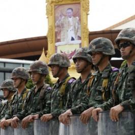 Thailandia, la pace dei militari si fa sempre più stretta