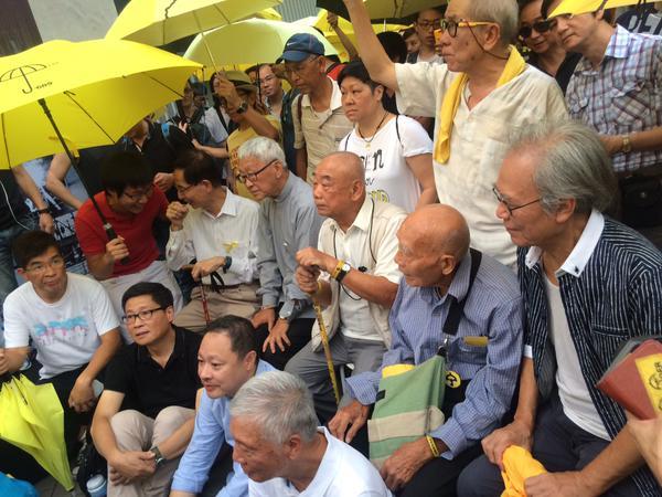 Hong Kong un anno dopo: Zen di nuovo in piazza