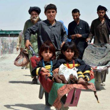 Migliaia di afghani rimpatriano dal Pakistan