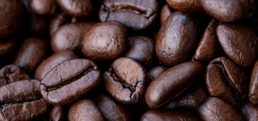 Brasile, ecco perché il prezzo del caffè è quasi raddoppiato (e continuerà a crescere)