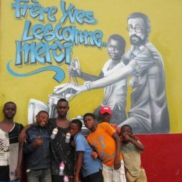Parolin in Camerun rende omaggio a frère Yves, l'apostolo dei bambini di strada