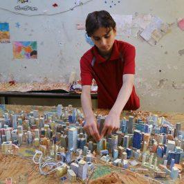 Il ragazzo che ricostruisce Aleppo