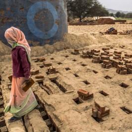 Suriya, morta in gravidanza per produrre mattoni