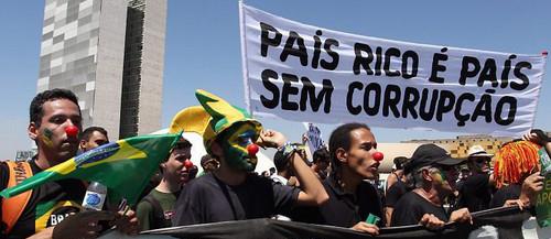 Corruzione, l'altra faccia dell'ingiustizia in America Latina