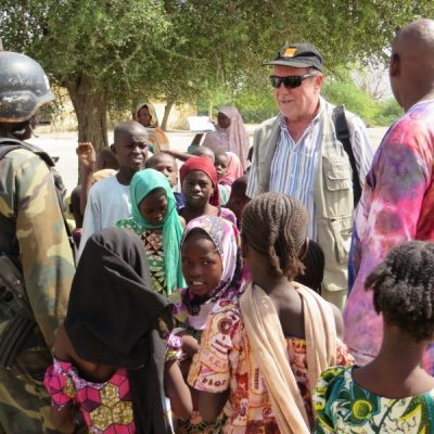 Fratel Fabio Mussi con i profughi nigeriani