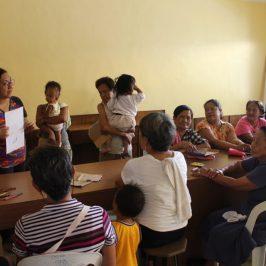 Con gli orfani e le vedove della guerra di Duterte