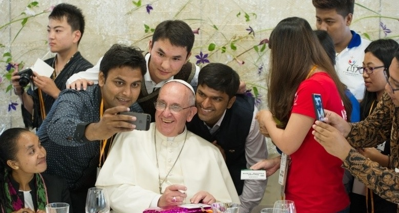 Giovani e missione in «Christus Vivit»