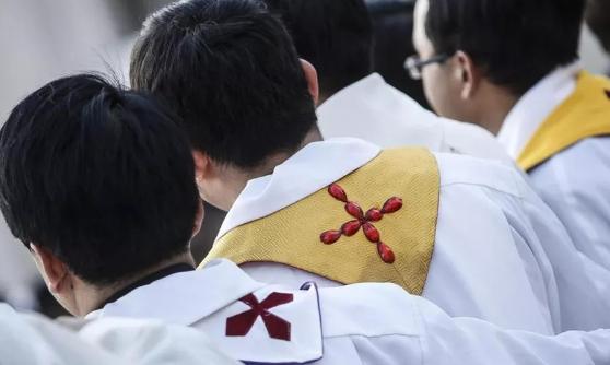 Accanto a un prete, ricoverato per Coronavirus