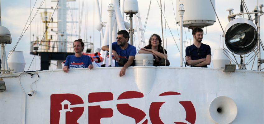 Migranti, in mare la nave dei cittadini