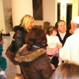 Giornata internazionale contro la violenza sulle donne. L'abbraccio di Papa Francesco alle vittime