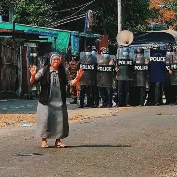Myanmar: le parole della suora dietro all'immagine virale
