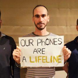 L'ultima misura anti-rifugiati dell'Australia: sequestrare anche il telefono